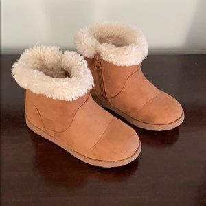 Girls faux sheerling boots